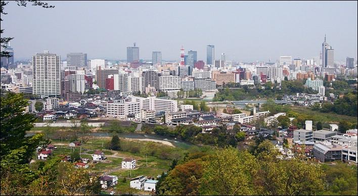 Cette ville japonaise d'un million d'habitants, bordée par le Pacifique, la plus importante du nord de Honshu. C'est :