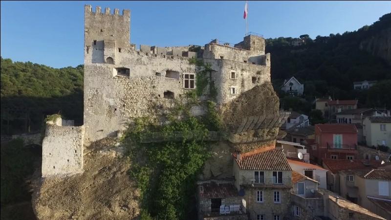 En évitant Monaco, je vous conseille la visite du vieux village de Roquebrune-Cap-Martin.On peut y admirer l'Olivier millénaire, l'un des plus vieux au monde.