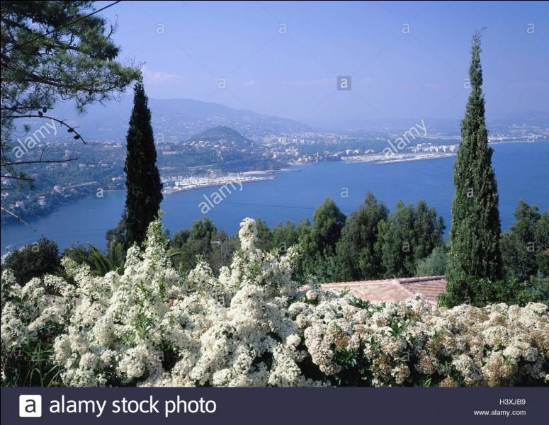 Théoule-sur-Mer, charmant village, est la première commune rencontrée des Alpes-Maritimes, en allant vers l'Est.