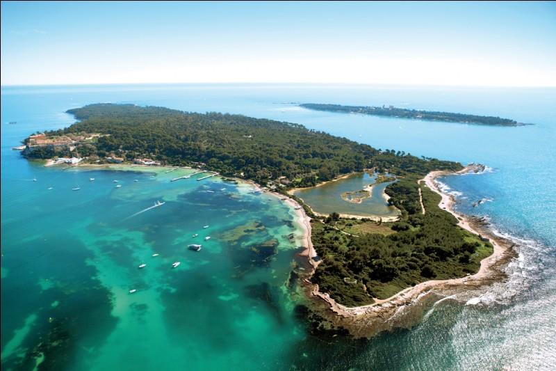 L'Île Sainte-Marguerite, située en baie de Cannes, nous permettra de visiter la cellule de l'homme au masque de fer.