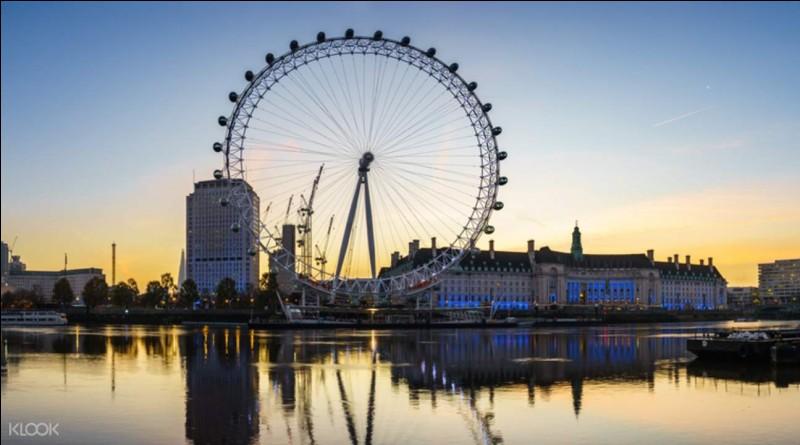 Combien de cabines compte-t-on dans le London Eye ?