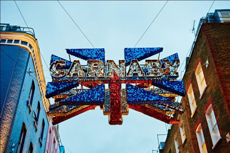 Dans quel quartier londonien retrouve-t-on Carnaby Street ?