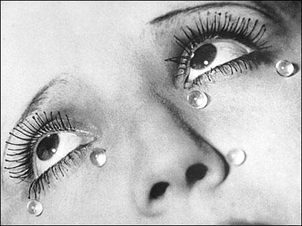 Les larmes expriment seulement la douleur.