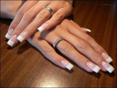 Les ongles des doigts poussent aussi vite que ceux des orteils.