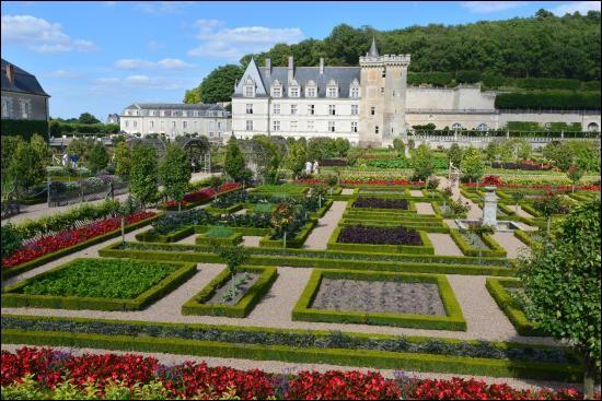 Voici le château de Valençay (Indre).