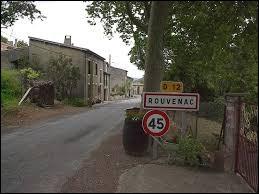 Nous sommes présent dans l'Aude, à l'entrée de Rouvenac. C'est un village situé dans l'ancienne région ...