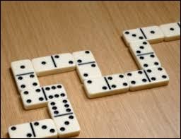 Il y a 24 pièces dans le jeu du dominos.