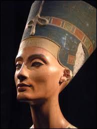Néfertiti était l'épouse royale d'Akhenaton.