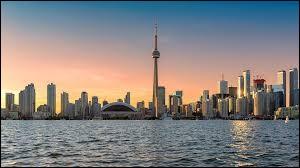 Dans quelle province canadienne se trouve la ville de Toronto ?