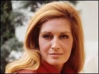 """Je suis une chanteuse française née le 17 janvier 1933 au Caire et à qui appartient le titre """"Helwa Ya Baladi"""". Je suis..."""