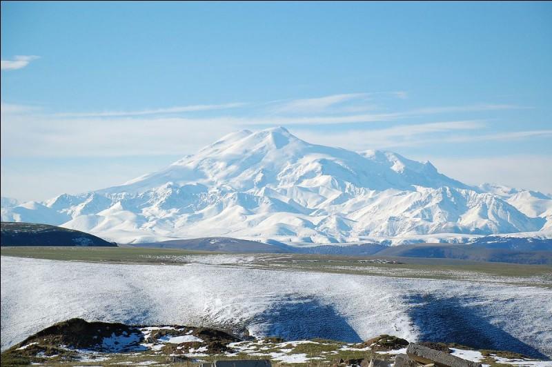 Quelle est l'altitude du Elbrouz ?