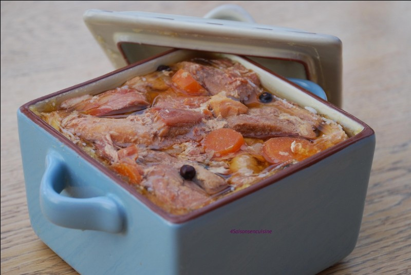 Artois-PicardieC'est une terrine de 4 viandes : poulet, lapin, porc et viande prises dans de la gelée.Je suis...