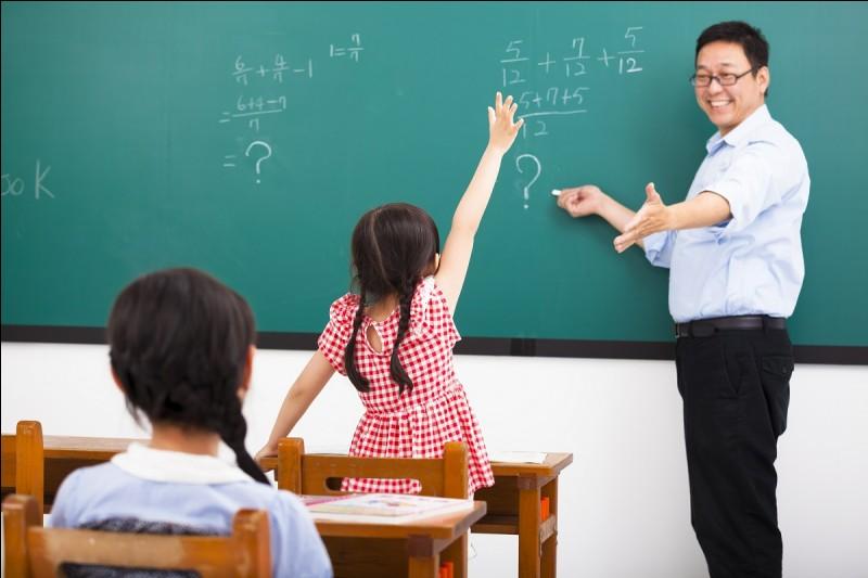 """Dites """"bonjour"""" au professeur."""