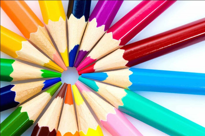 """Allons faire les courses pour acheter de nouvelles fournitures ! Comment dit-on """"crayons"""" en anglais ?"""