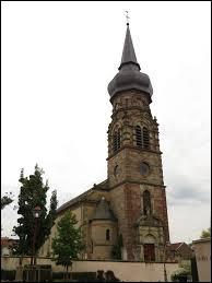 Voici l'église Saint-Jean-Baptiste de Saint-Jean-Rohrbach. Commune du Grand-Est, dans l'agglomération Sarregueminoise, elle se situe dans le département ...