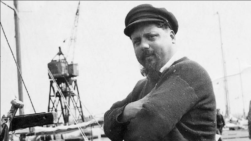 Sur quel type de bateau Alain Bombard a-t-il traversé l'Atlantique en solitaire en 1952 ?