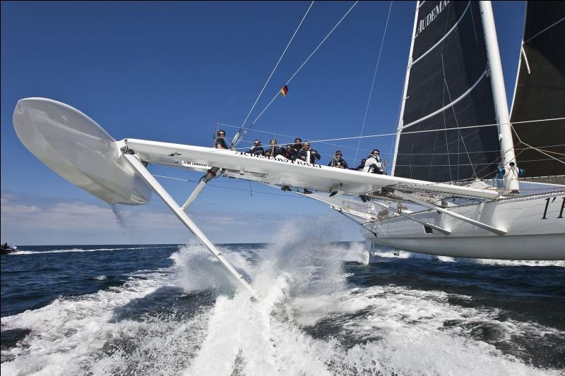 Quel est le nom de ces ailes qui permettent à un bateau de se surélever et de gagner de la vitesse ?