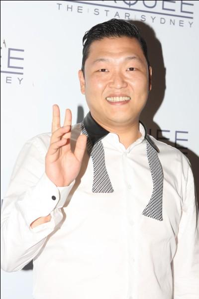 Psy est...