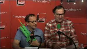 ''36 15 Code emploi'' : François Morel ressuscite les Deschiens en 2015 sur France Inter. Avec une intelligence médiocre et un physique ingrat, le jeune Thomas avait le choix entre devenir terroriste ou amant de ------------------ qui présentait les JT de TF1 le week end.