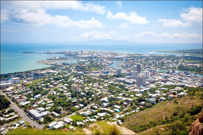 Dans quel pays peut-on trouver Canberra, Darwin et Townsville ?