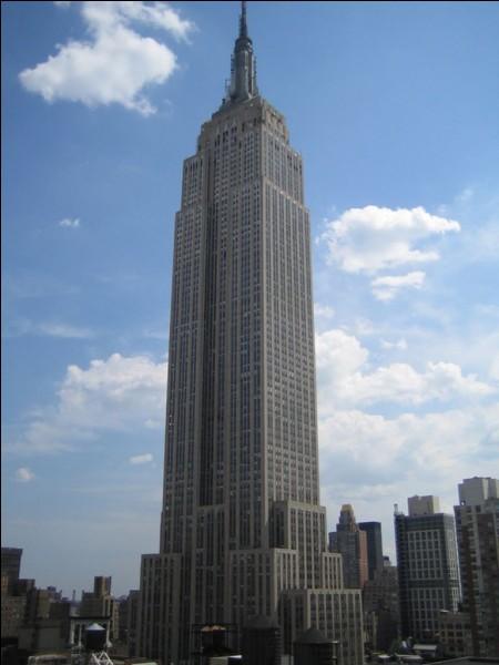 Ce gratte-ciel, longtemps le plus haut du monde, est situé à :