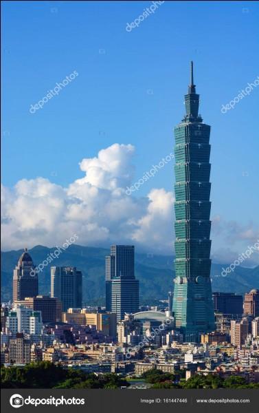 Cette tour moderne se situe à :