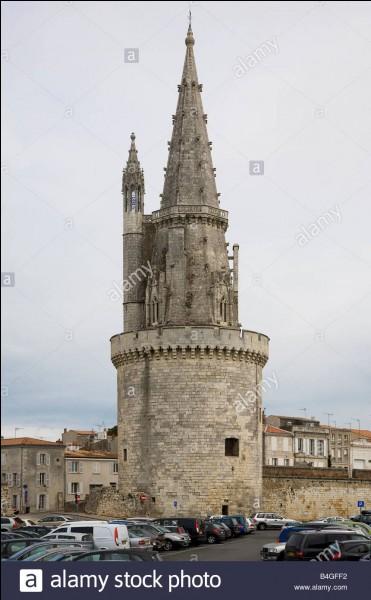 Cette tour est située à :