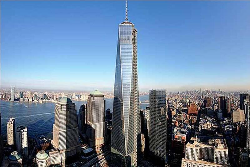 Cette tour a remplacé deux tours détruites ; dans quelle ville est-elle située ?