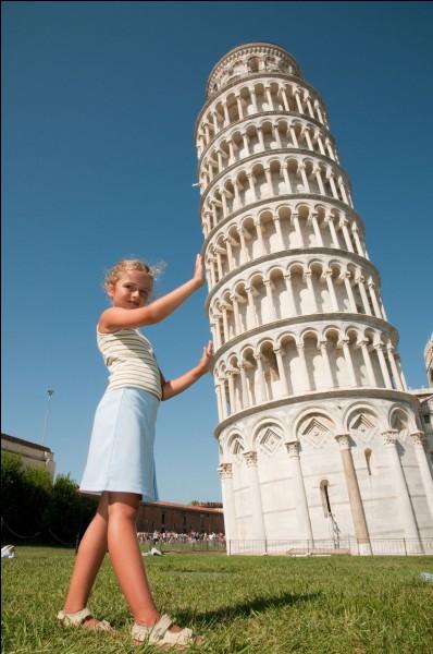 On peut admirer cette tour particulière à...
