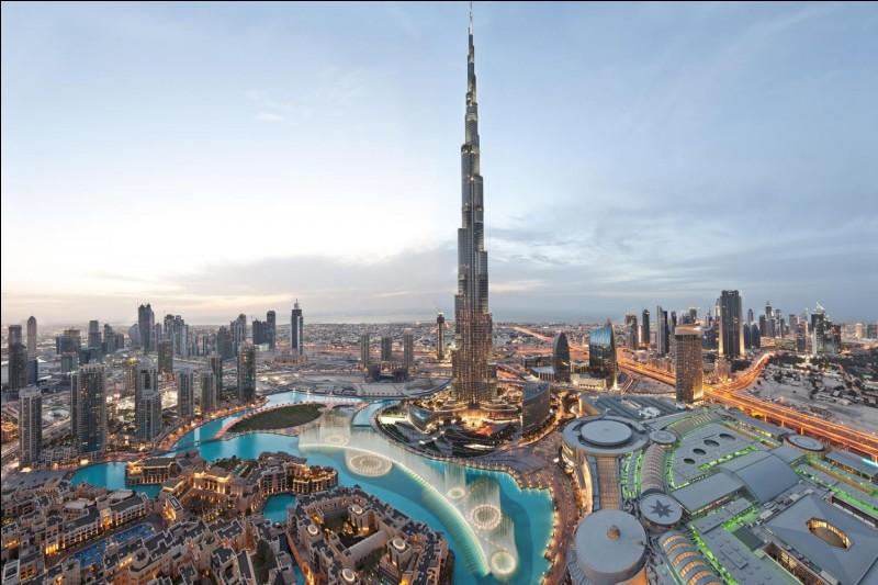 Cette tour, la plus haute du monde à l'heure actuelle, se trouve à :