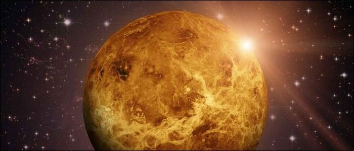 La planète la plus proche du Soleil est Vénus.
