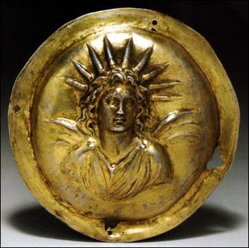 Hélios est le dieu grec personnifiant le Soleil.