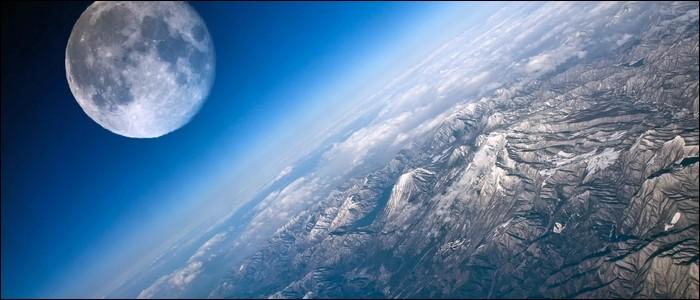 La révolution de la Lune autour de la Terre dure 31 jours.