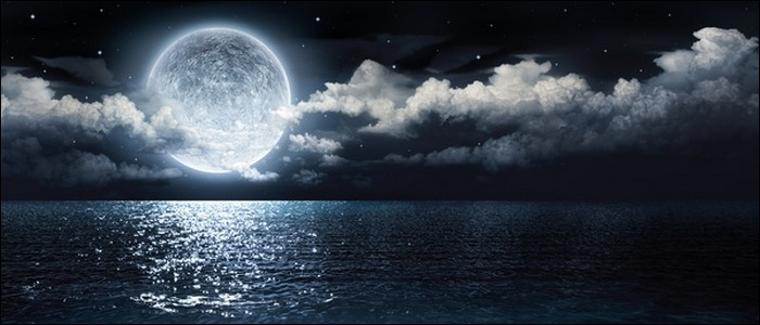 La Lune émet de la lumière.