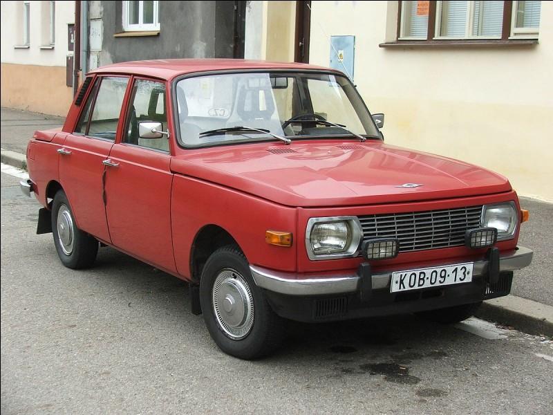 Commençons par une voiture allemande. Cette voiture est connue vue de son lieu de production. Quelle est cette voiture de la RDA ?