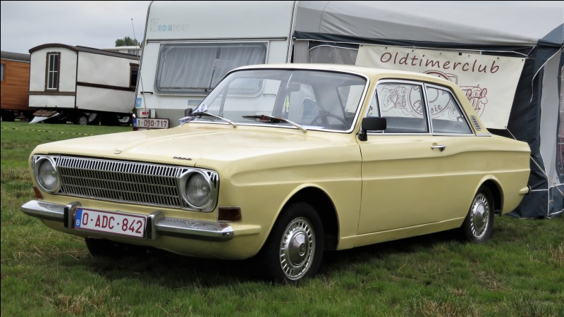Revenons en Allemagne. Nous avons un modèle qui a traversé beaucoup d'époques puisqu'elle fut produite de 1939 à 1982. Quel est le nom du modèle précédant la Sierra ?