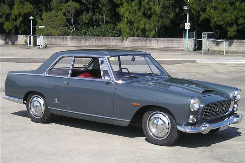 Partons au pays des belles autos, l'Italie ! Voici une belle voiture italienne dessinée par Pininfarina, Zagato et Touring. Quelle est cette voiture ?