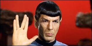 Dans quelle série ou saga retrouve-t-on Monsieur Spock, reconnaissable par ses oreilles pointues ?