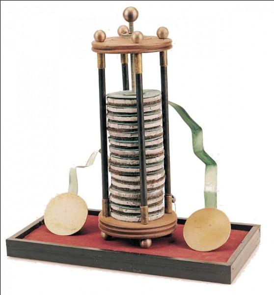 Par qui la pile électrique fut-elle inventée en 1800 ?