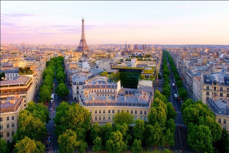 La hauteur de la tour Eiffel par rapport à celle de la tour Montparnasse :
