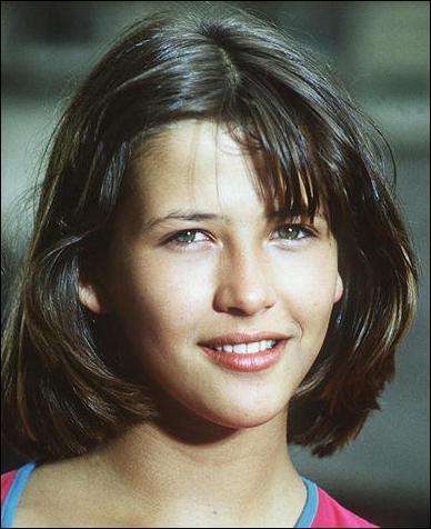 Oh, comme elle était mignonne dans La Boum, la petite ...