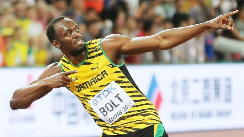 Le record personnel de Michael Johnson (USA) sur 100 mètres par rapport à celui de Carl Lewis (Jamaïque) :