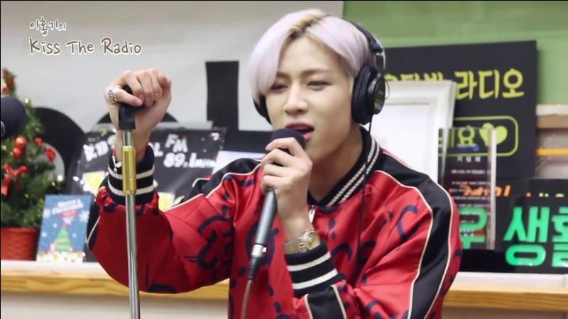 Qui est le chanteur principal du groupe ?
