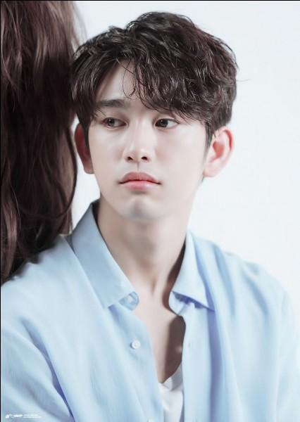 Où est né Jinyoung et quelle est sa date de naissance ?