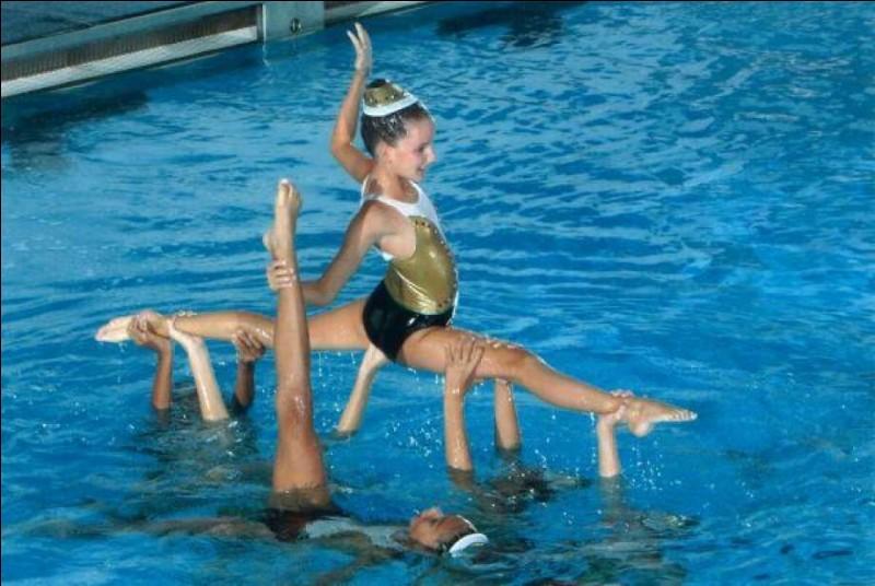 Fais-tu de la natation synchronisée ?