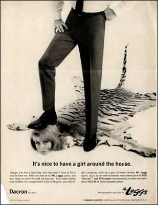 Dans le genre pub sexiste datant des décades antérieures, en voici une gratinée... indépendamment du caractère insultant de la publicité, pourquoi le tigre est-il plutôt un bon choix pour la carpette ?