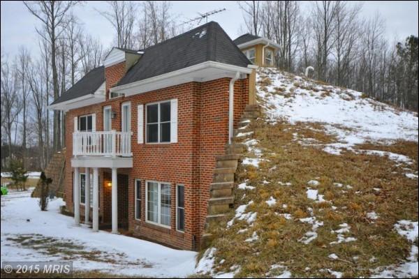 Cette incroyable maison, située sous la terre mais disposant d'une façade classique est située dans le Maryland (Etat américain de la côte Est des USA). Quel nom lui a-t-on donné ?