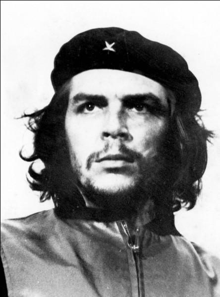 """""""Guerillero Heroico"""" est un portrait photographique d'Ernesto Guevara réalisé par Alberto Korda."""