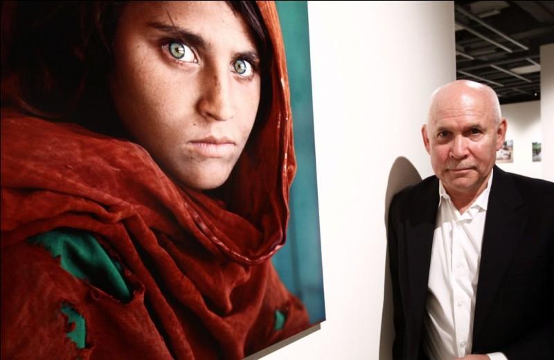 """La Jeune Fille Afghane"" fut signée par Steve McCurry."