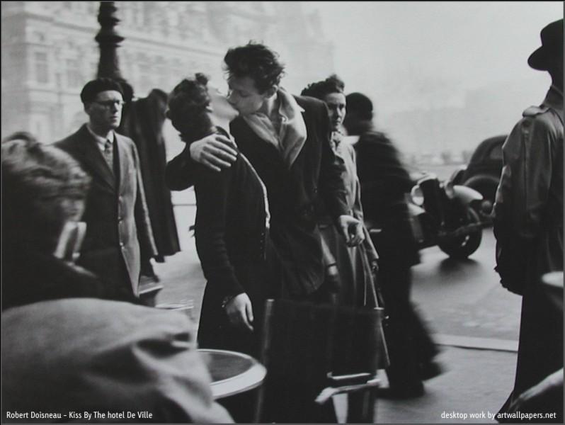 Quelques secondes de pause, pour l'éternité d'une image...Cette très célèbre photographie fut également réalisée par Henri Cartier-Bresson.